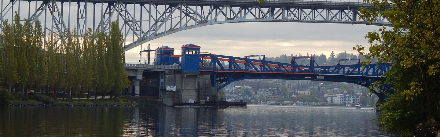 Photograph of Fremont Bridge below the Aurora Bridge
